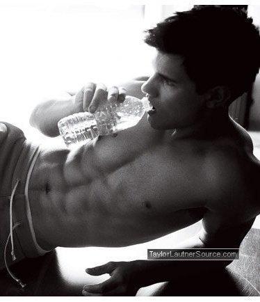Taylor Lautner hot