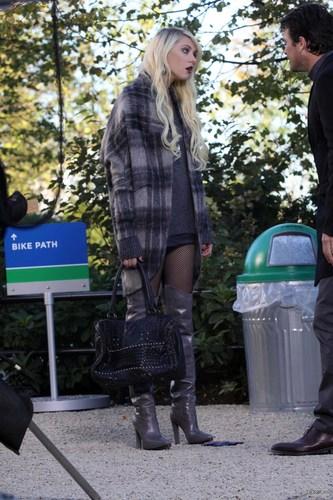 Taylor on set (08 Oct.)
