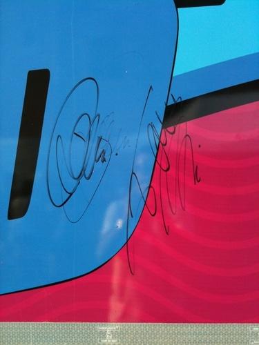 Toms Autograph