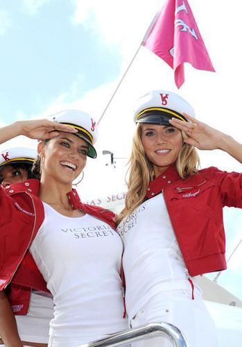 Victoria's Secret malaikat Arrive in Miami 2008
