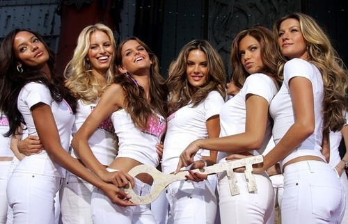 Victoria's Secret ángeles - Receive 'Key To The City' Of Hollywood