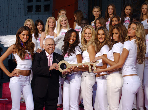 Victoria's Secret mga kerubin - Receive 'Key To The City' Of Hollywood