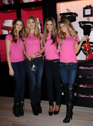 Victoria's Secret Angels - Shopping Event