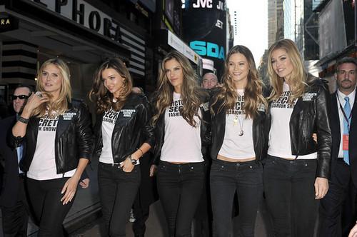 Victoria's Secret malaikat - Times Square 2008