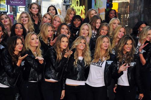 Victoria's Secret Bidadari - Times Square 2008