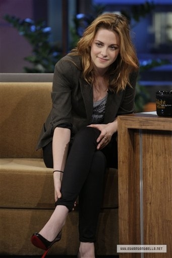 first pics of Kristen on the Leno hiển thị