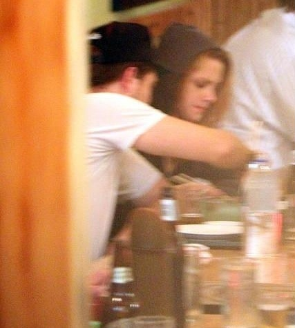 10/10/1910 - Robsten रात का खाना at a Japanese restaurant