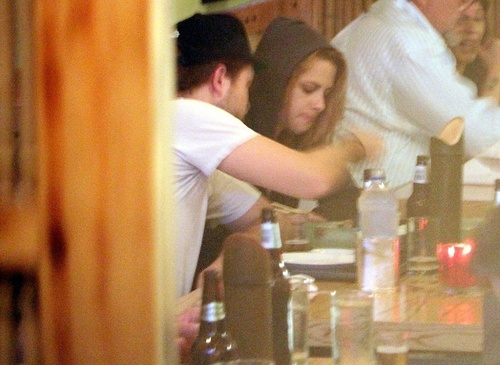 10/10/1910 - Robsten abendessen at a Japanese restaurant