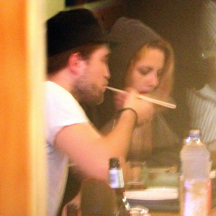 10/10/1910 - Robsten ディナー at a Japanese restaurant