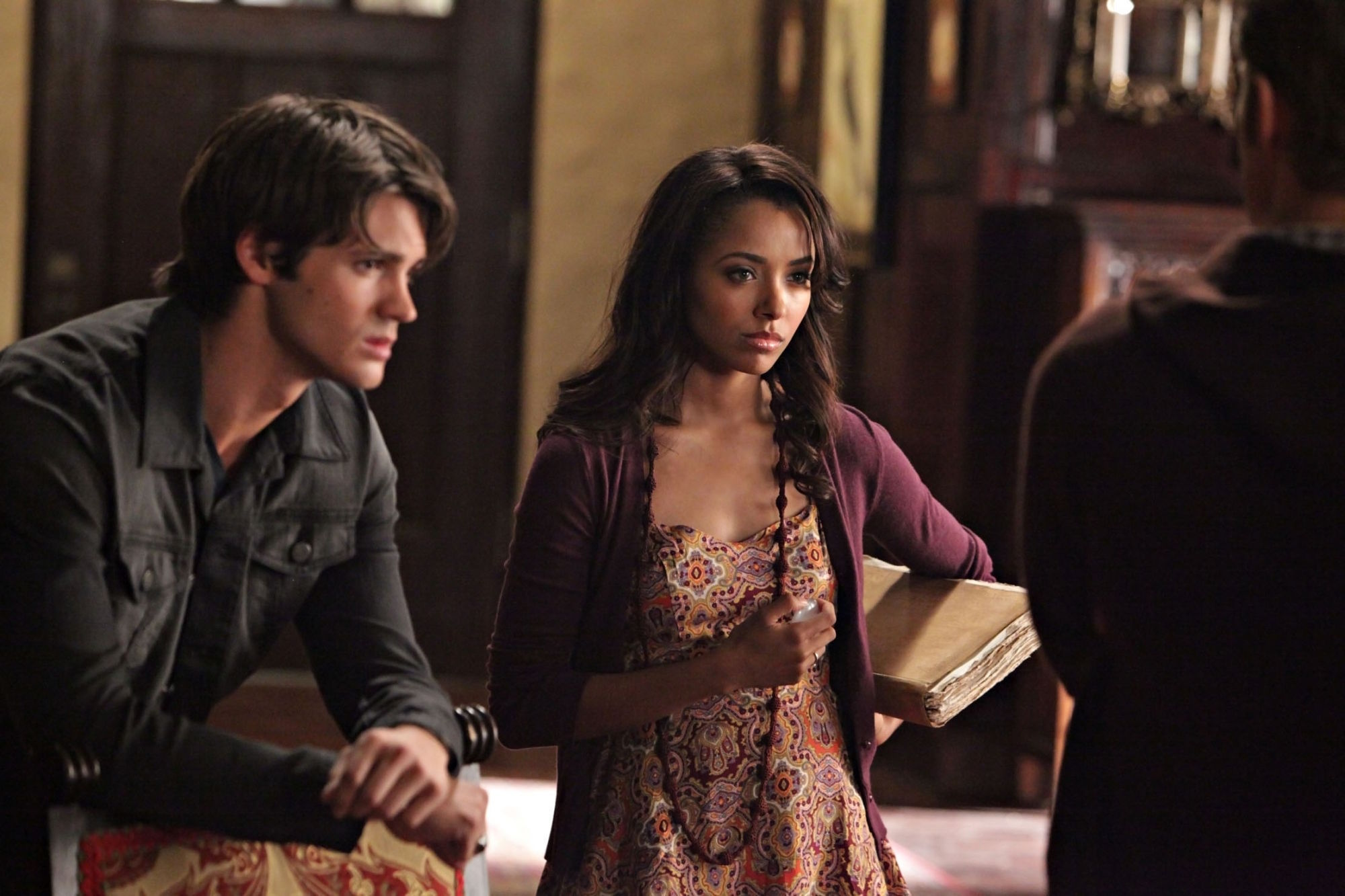 http://images4.fanpop.com/image/photos/16200000/2-07-Masquerade-the-vampire-diaries-16220730-2000-1333.jpg