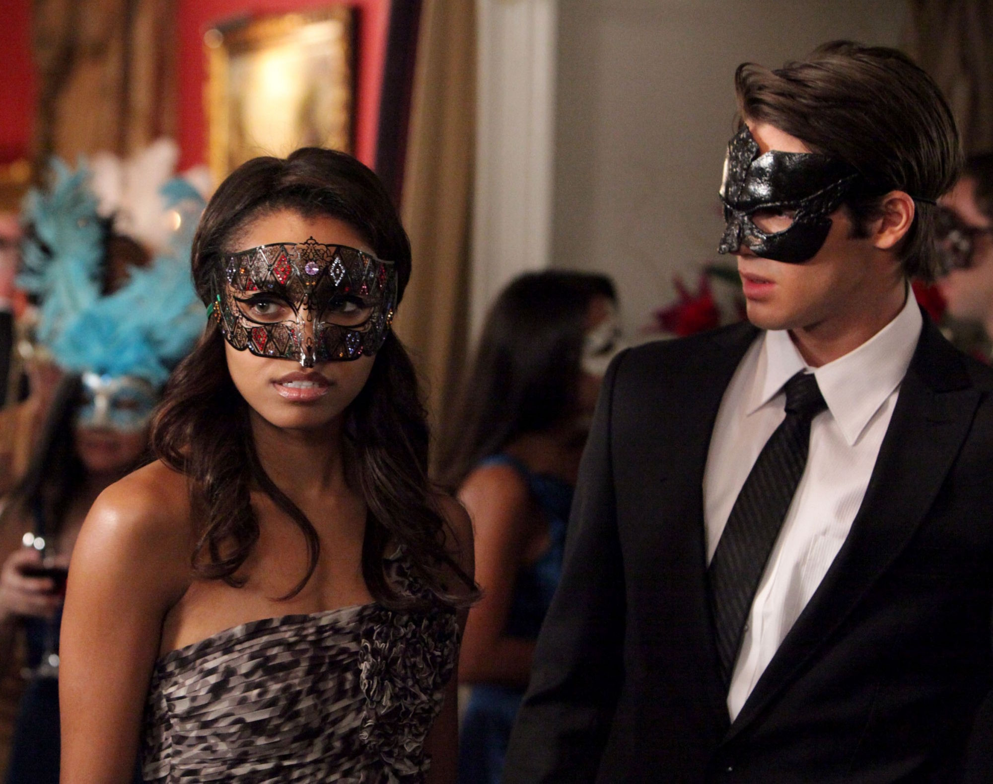 http://images4.fanpop.com/image/photos/16200000/2-07-Masquerade-the-vampire-diaries-16220747-2000-1578.jpg