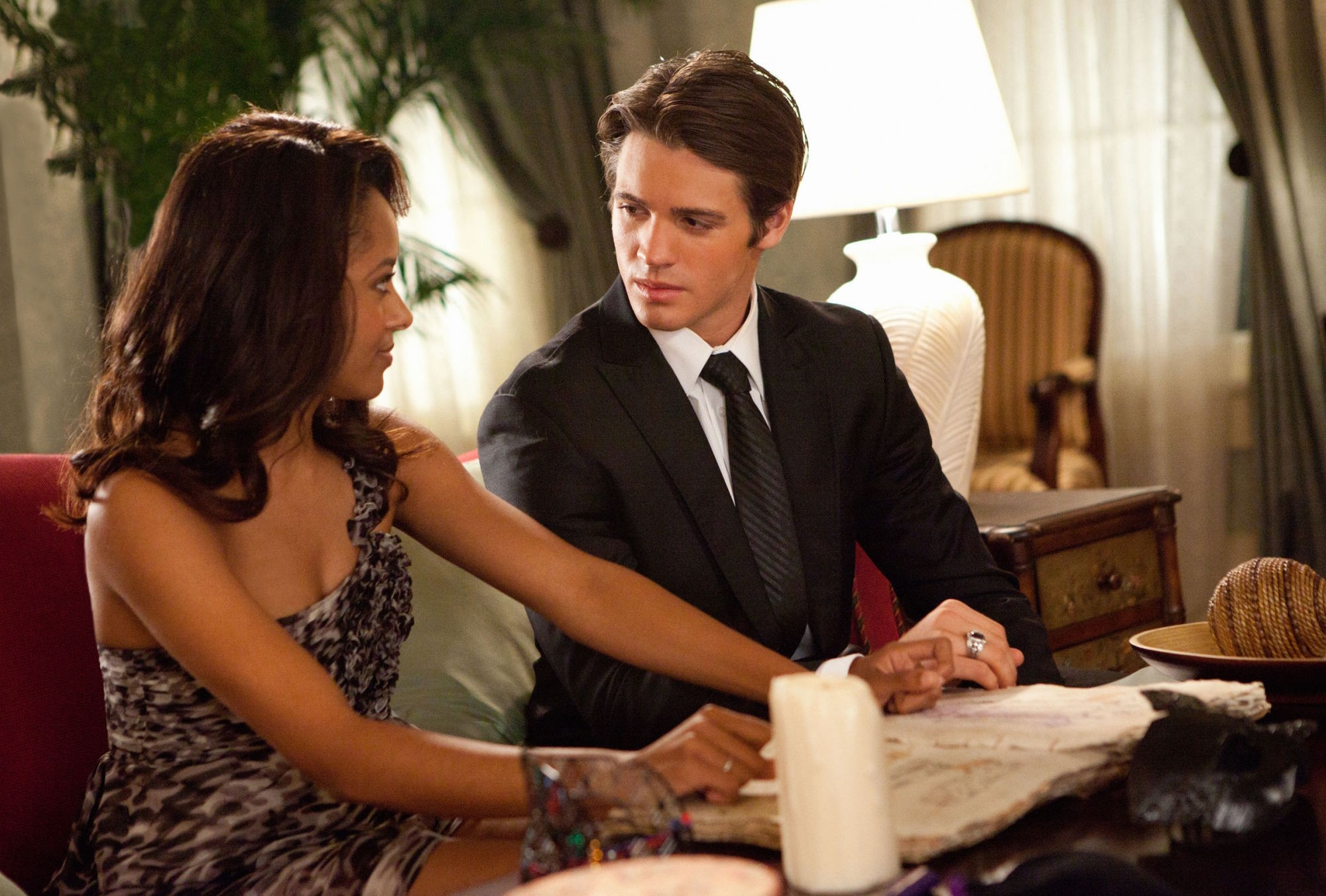 http://images4.fanpop.com/image/photos/16200000/2-07-Masquerade-the-vampire-diaries-16220756-2000-1352.jpg