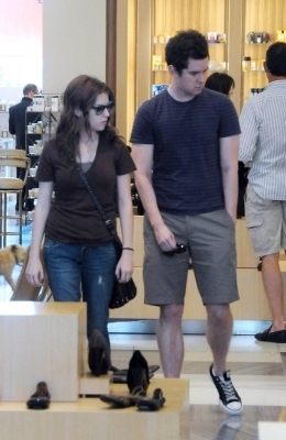 Anna Kendrick shopping with a guy