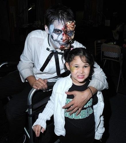 Booboo Stewart at Knott's Scary Farm Halloween Haunt (13.10.10)