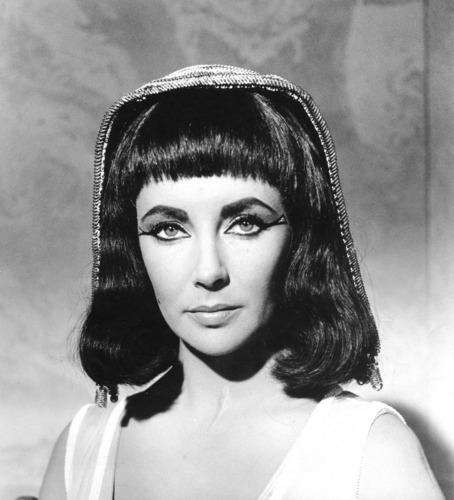 Elizabeth Taylor karatasi la kupamba ukuta entitled Cleopatra 1963