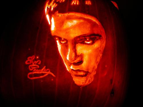 Elvis says Happy Halloween to Berni ;)