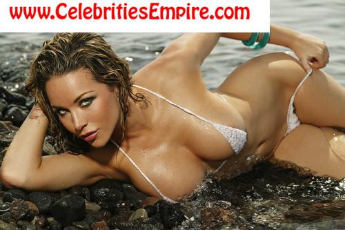 những phụ nữ nóng bỏng hình nền containing a bikini and skin titled Emily Scott