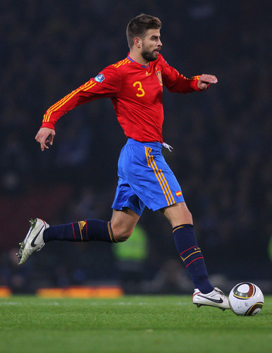 Gerard Piqué playing for national team