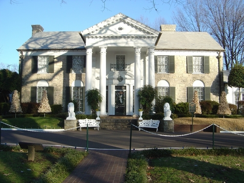 Elvis Presley hình nền with a brownstone, a mansion, and a row house titled Graceland