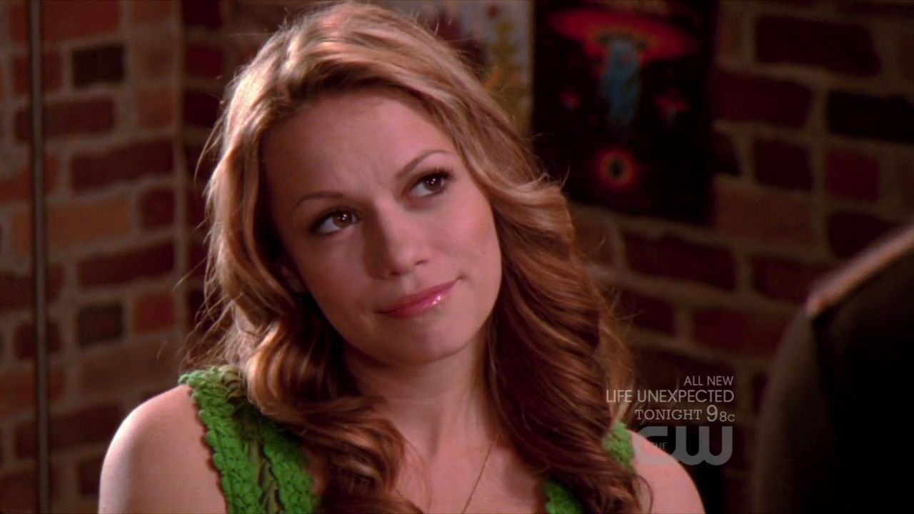 Haley James (= Haley-James-Scott-8x05-Screencap-haley-james-scott-16273113-1280-720