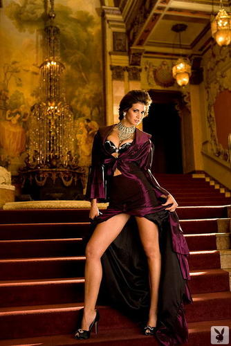 Сексуальные женщины Обои probably with a throne, a hip boot, and a drawing room entitled Hope Dworaczyk