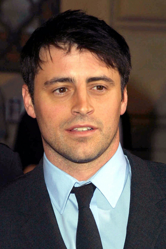 Joey Tribbiani wallpaper containing a business suit, a suit, and a double breasted suit called Joey Tribbiani (Matt LeBlanc