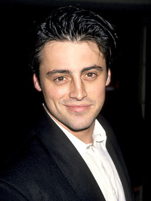 Joey Tribbiani wallpaper containing a business suit, a suit, and a three piece suit called Joey Tribbiani (Matt LeBlanc