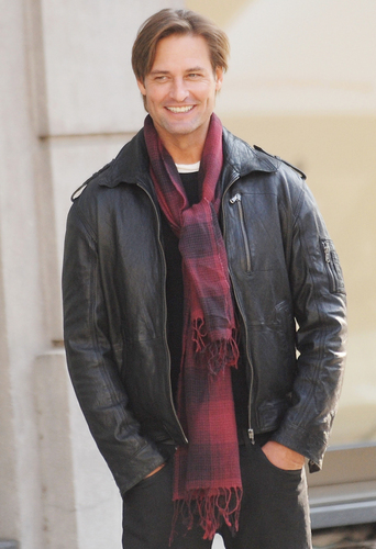 Josh Holloway -Set Mission Impossible 4