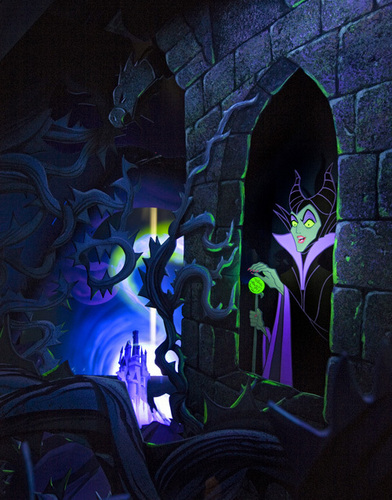Disney-Bösewichte Hintergrund probably with a stained glass window entitled Maleficent