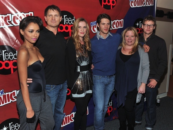 http://images4.fanpop.com/image/photos/16200000/New-York-Comic-Con-the-vampire-diaries-16246899-600-452.jpg