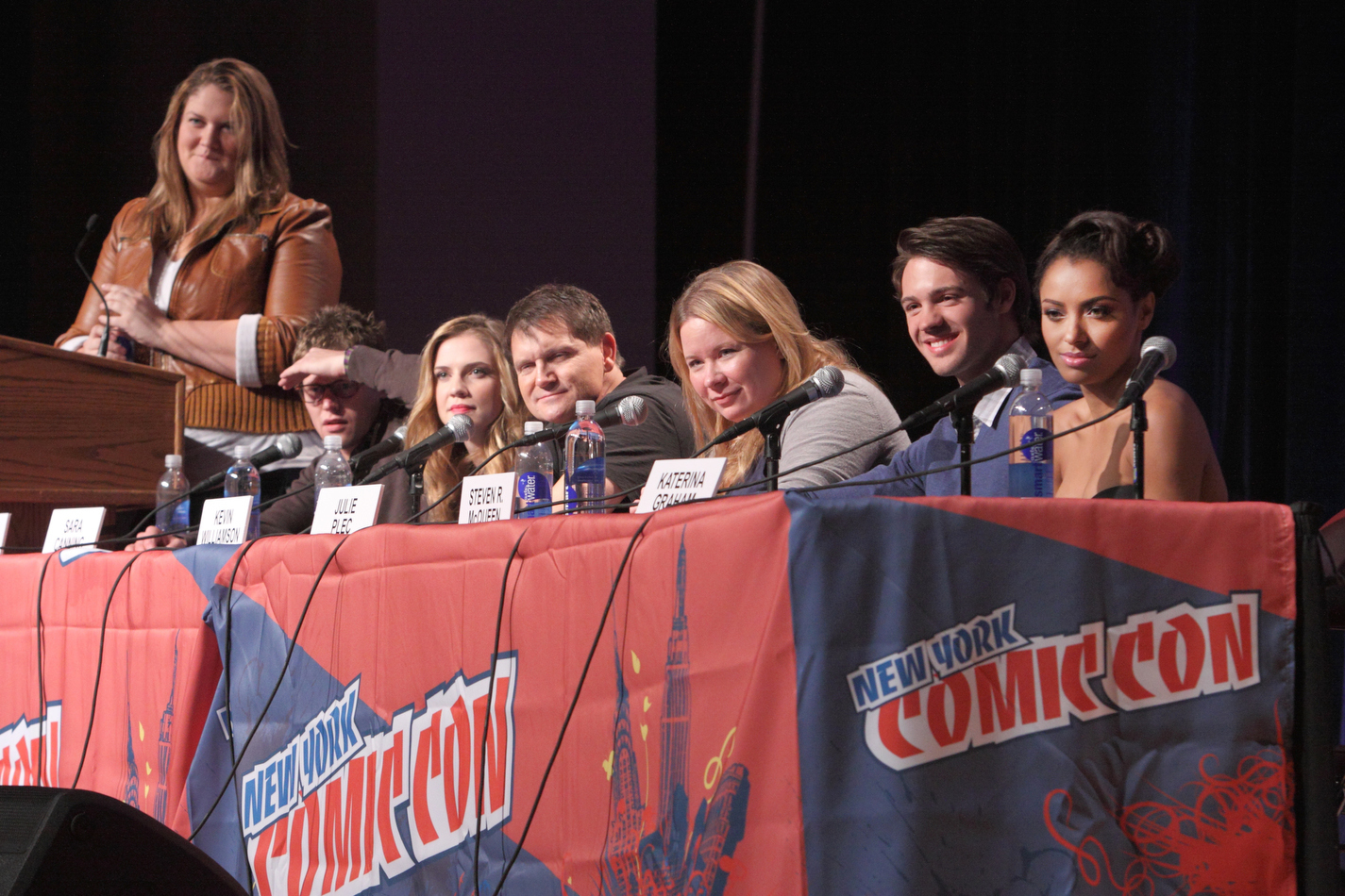 http://images4.fanpop.com/image/photos/16200000/New-York-Comic-Con-the-vampire-diaries-16246902-1425-950.jpg