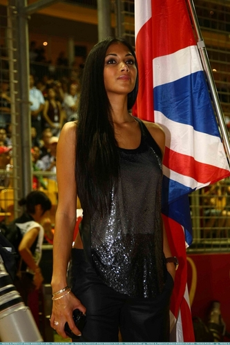 Nicole out in Singapore 9/26/10
