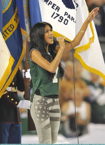 Nicole performs the National Anthem at the Jets घर game 9/13/10