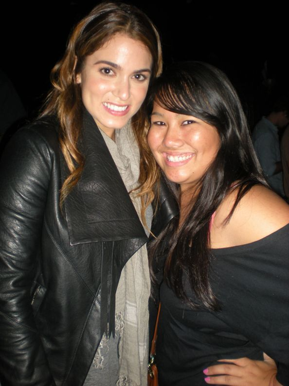 Nikki Reed - With বন্ধু