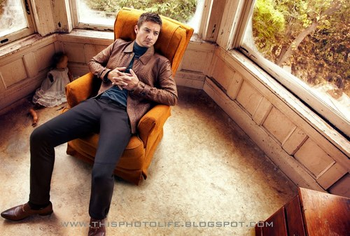 Jeremy Renner wallpaper possibly containing a business suit, a street, and a hip boot entitled Photoshoot 2