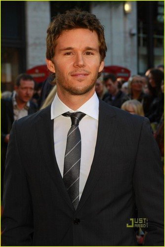 Ryan Kwanten - Legend of the Guardians: The Owls of Gahoole UK premiere - true-blood Photo
