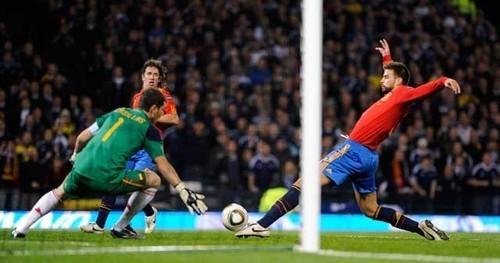 Scottland - Spain 2:3 Pique's own goal