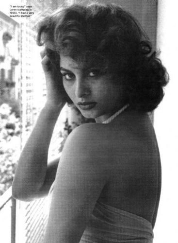 सोफिया लॉरेन वॉलपेपर probably with a bouquet and skin called Sophia Loren