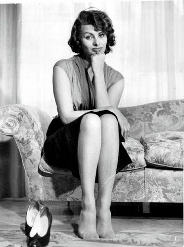 Sophia Loren wallpaper possibly with bare legs, tights, and a living room titled Sophia Loren