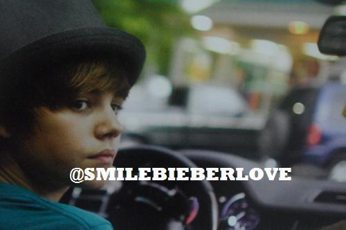 exclusive pic: Justin Bieber driving :)