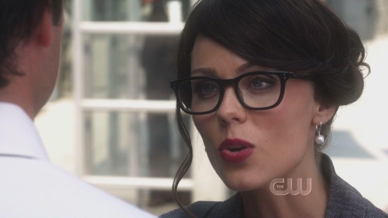 Laura vandervoort 10x03 supergirl