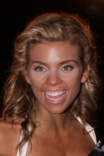 90210's Annalynne McCord looks like an overdone turkey