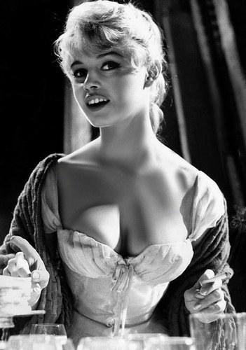 Brigitte Bardot karatasi la kupamba ukuta called BB