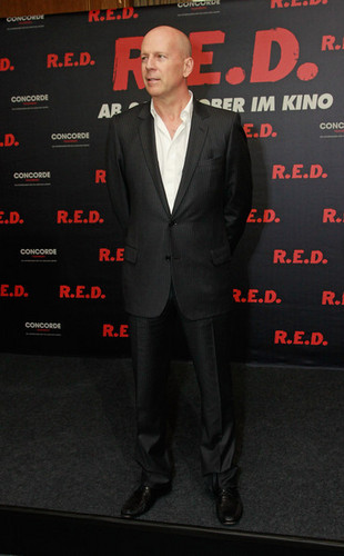Bruce Willis @ the 'Red' Photocall in Berlin (18/10/2010)