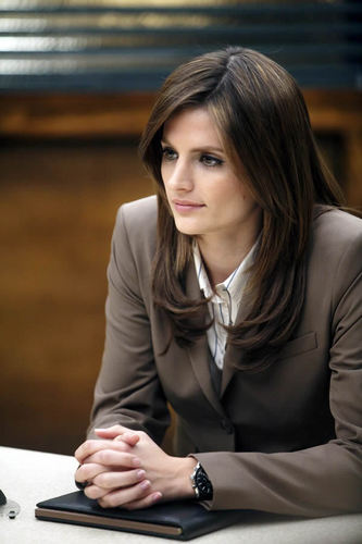 Kate Beckett karatasi la kupamba ukuta probably with a well dressed person called Castle_3x06_3XK_Promo pics