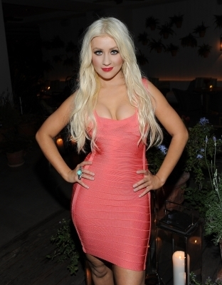 Christina Aguilera at he Waikiki EDITION Private Sunset समुद्र तट BBQ (October 15)