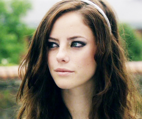 Skins wallpaper containing a portrait titled Effy