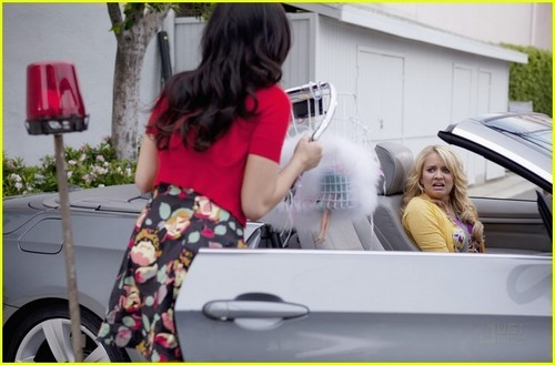 G Hannelius: berwarna merah muda, merah muda Party with Demi Lovato!