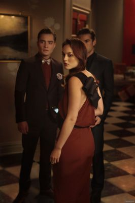 Blair & Chuck karatasi la kupamba ukuta probably containing a business suit and a well dressed person called Gossip Girl 4x07 War at the Roses Episode Stills