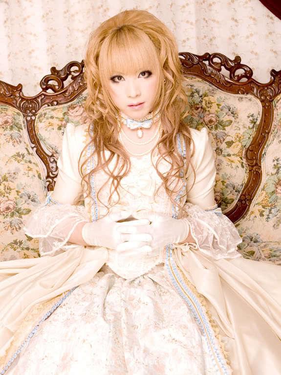 http://images4.fanpop.com/image/photos/16300000/Hizaki-versailles-16303398-575-766.jpg